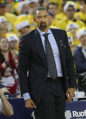 Michigan coach Juwan Howard on the bench during U-M's 71-70 overtime loss to Oregon on Saturday, Dec. 14, 2019, at Crisler Center.