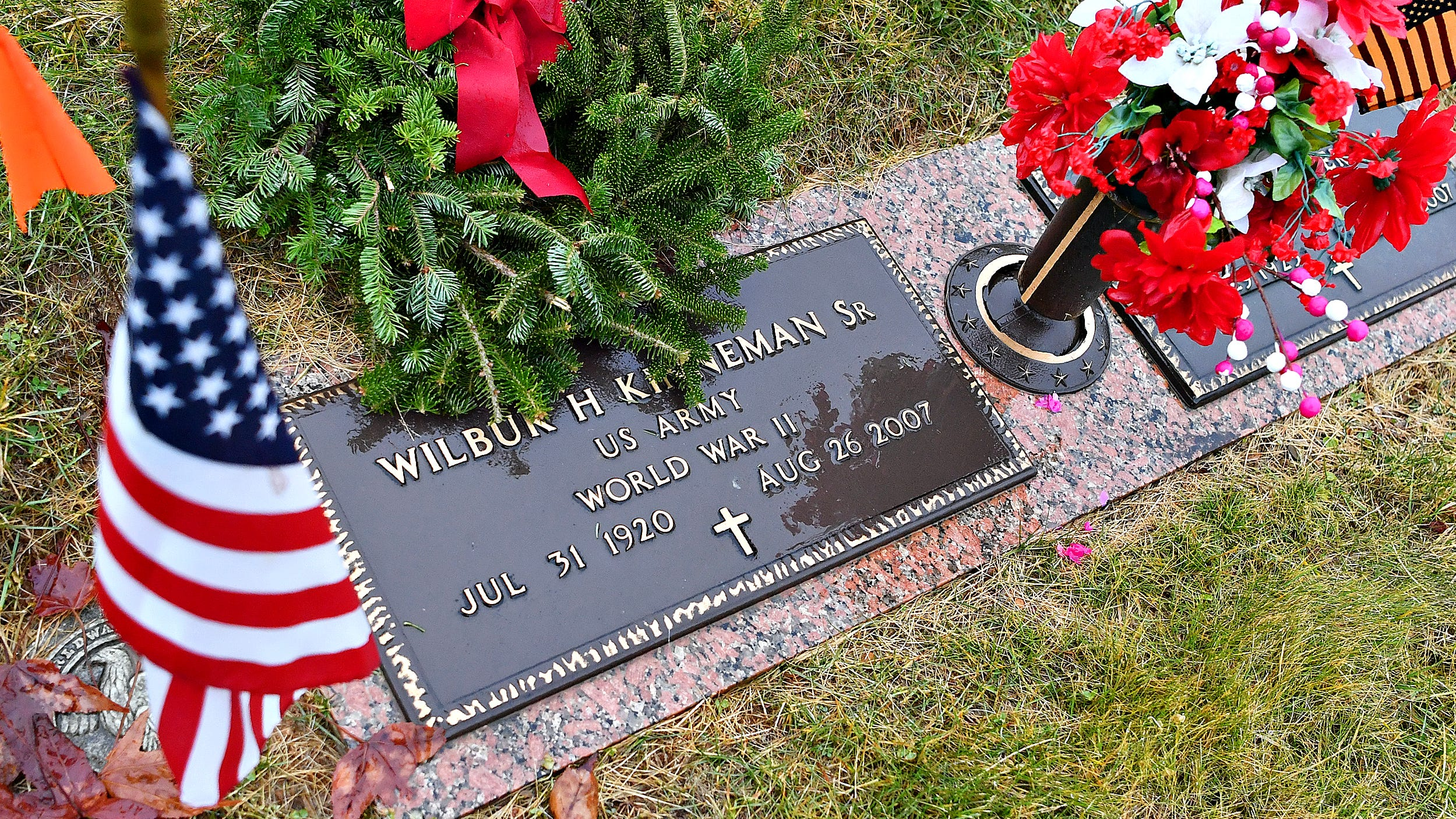 VIDEO: Wreathes Across America Day honors 1700