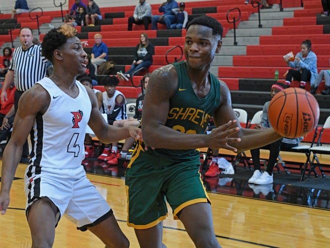 Captain Shreve's John Mitchell led the Gators to the championship game of the 2019 BFCU Tournament at Parkway with 19 points.
