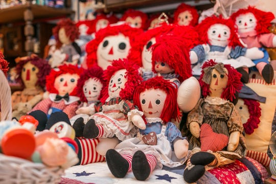 Linda's interest in collecting began at a garage sale, when she picked up a couple of Raggedy Ann dolls. Since then, husband Donald has climbed on board with collecting all sorts of things, but primarily salt and pepper shakers.
