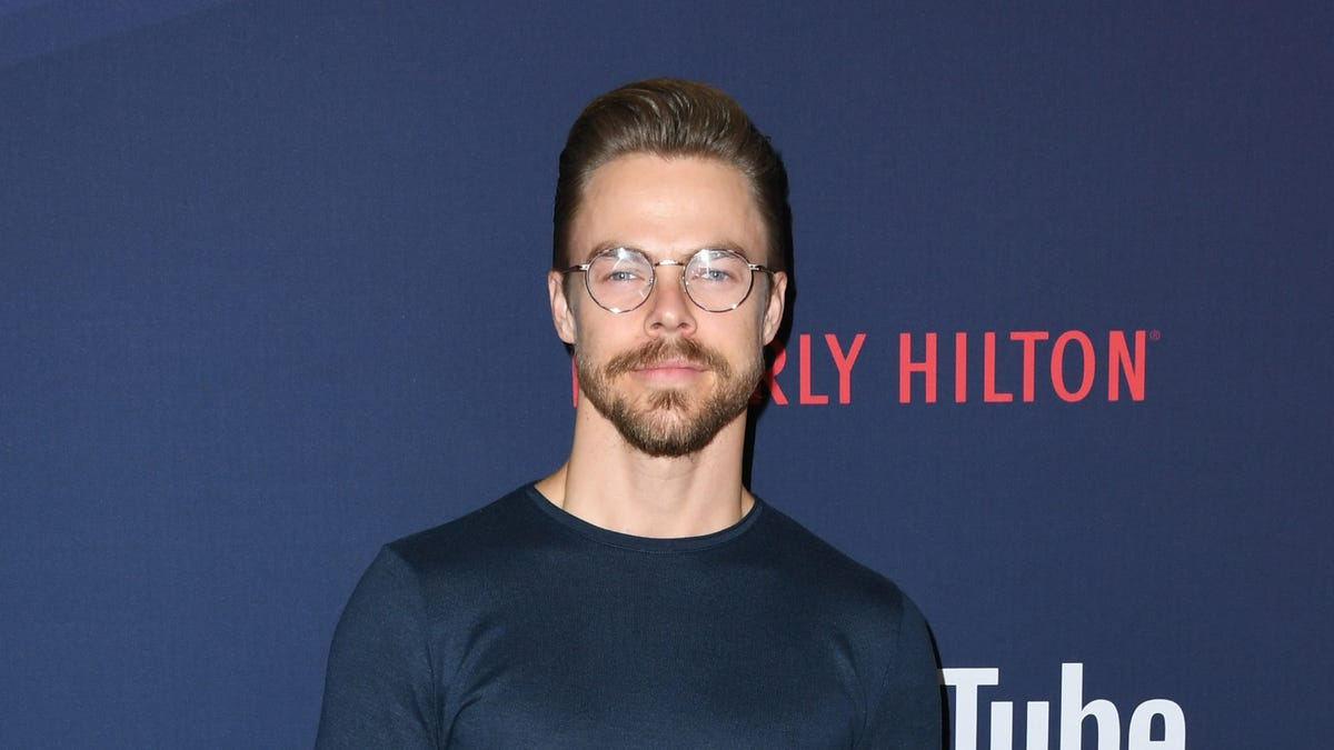 Judge Derek Hough sits out 'DWTS' week 3 due to 'potential COVID exposure'