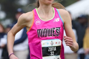 Zofia Dudek of Ann Arbor won the Foot Locker cross country girls championship Saturday, turning in the fifth-fastest time in the history of the finals.