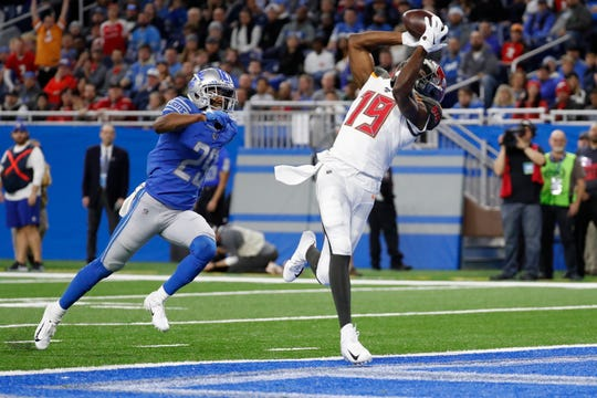 Tampa Bay Buccaneers wide receiver Breshad Perriman, defended by Detroit Lions cornerback Rashaan Melvin, catches a 34-yard pass for a touchdown.