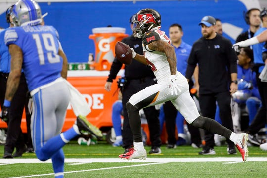 Tampa Bay Buccaneers defensive back Sean Murphy-Bunting returns an interception for a 70-yard touchdown.