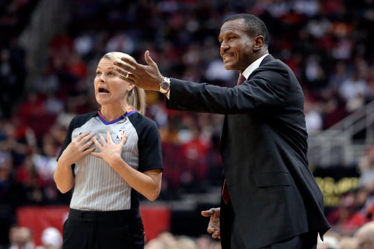 Detroit Pistons head coach Dwane Casey, right, complains about a call to official Jenna Schroeder.