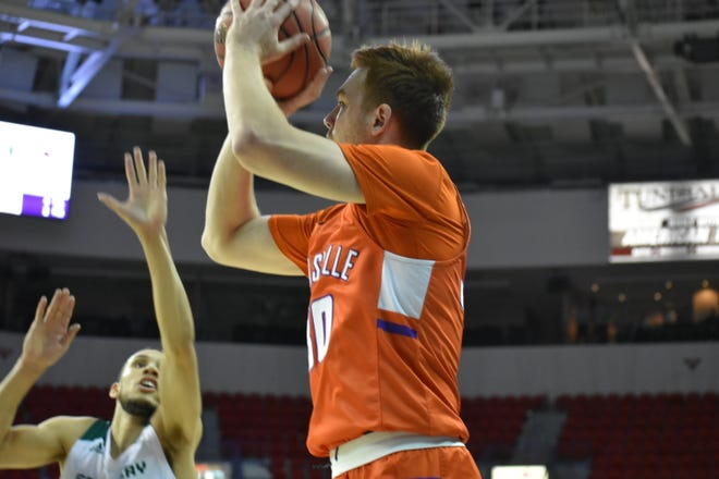 Evansville defeated Green Bay 72-62 to extend its winning streak to five on Saturday night.