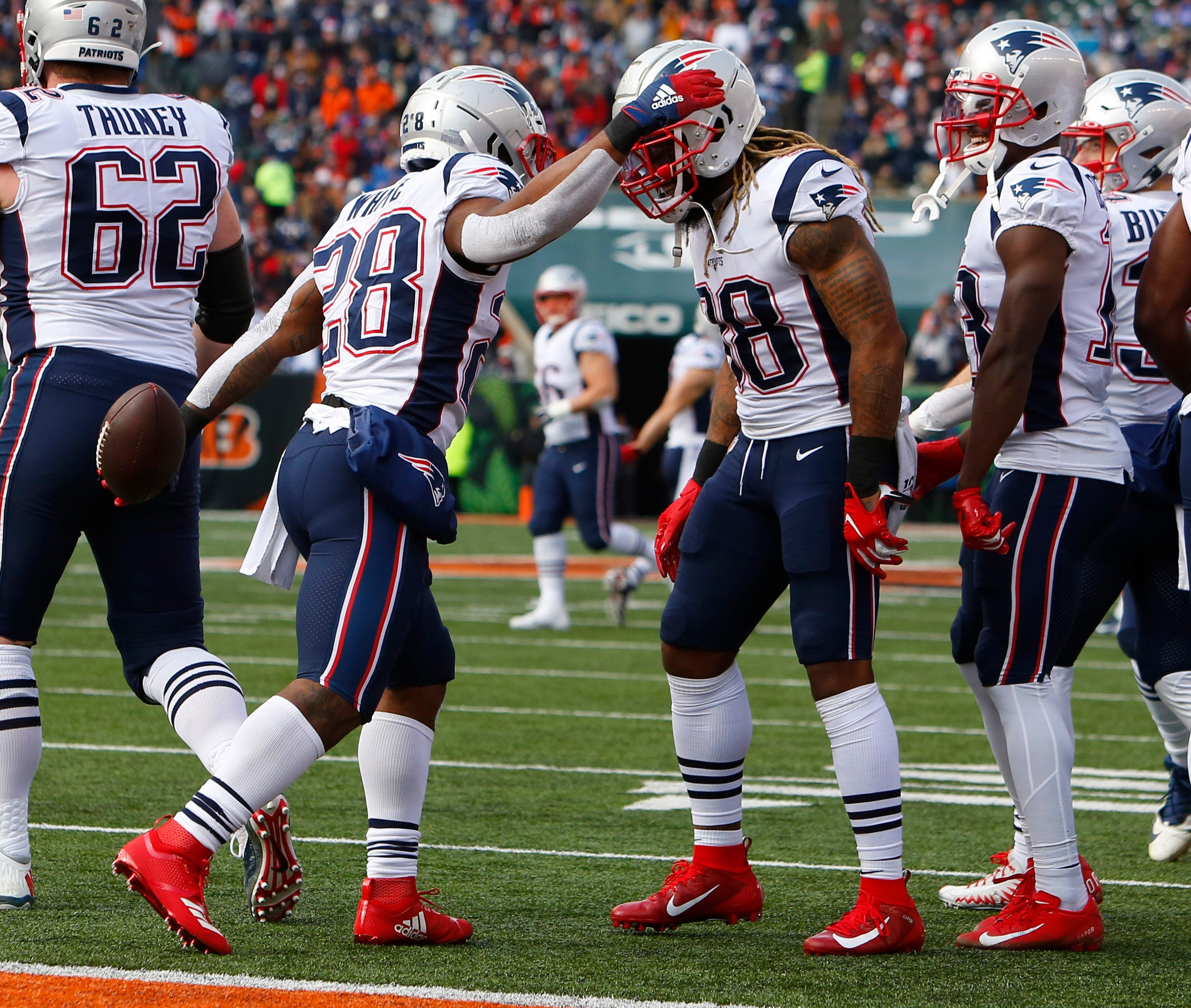Patriots clinch playoff spot by breaking away from Bengals