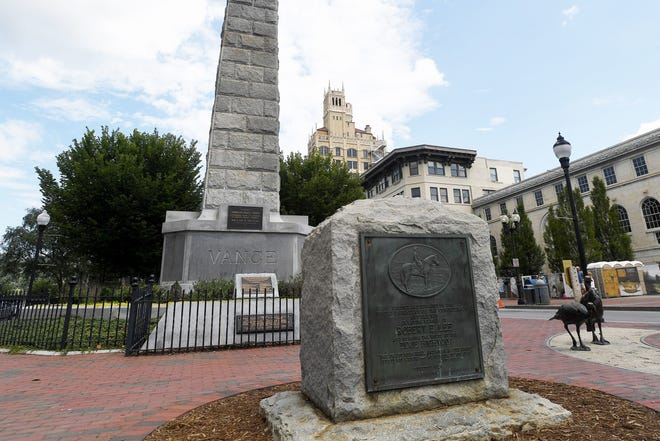A memorial for Robert E. Lee in front of Vance Monument in Pack Square. August 16, 2017.