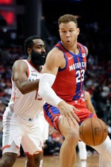 Pistons forward Blake Griffin (23) exited Saturday's win with a knee injury.