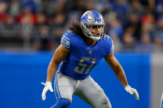 Lions linebacker Jahlani Tavai waits on the snap during the first half Sunday against the Buccaneers.
