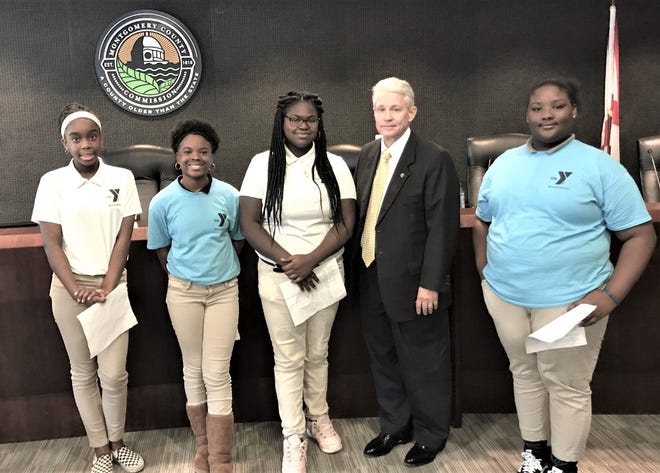 County Administrator Donald Mims with the YMCA Rising Achievers, students from Capitol Heights Middle School. Undreana McCall, 14, Jaden Gregory, 11, Treasure Stinson, 14 and Makiyah Johnson, 13.