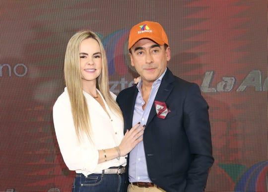 Adal Ramones y Karla de la Mora.