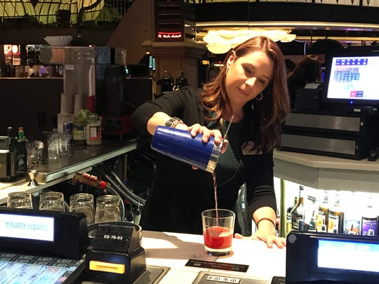 Beverage manager Holly Buchanan steps in to help a busy bartender during a recent swing shift at the Atlantis casino in Reno.