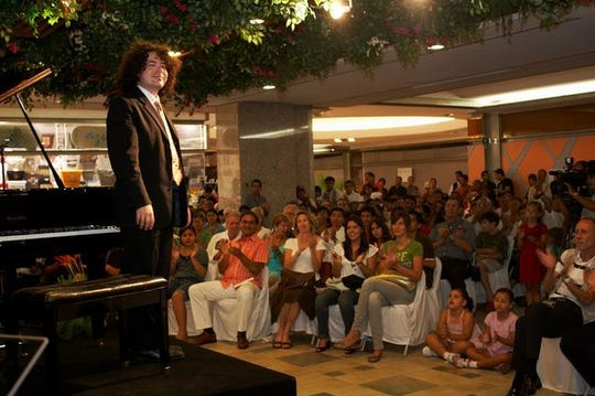 Michael Schneider performs a concert in Cancun.