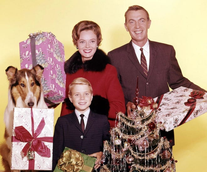 Jon Provost, June Lockhart, Hugh Reilly and Lassie pose for a Christmas photo.