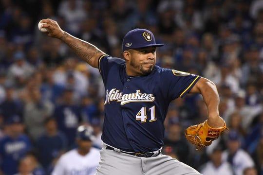 El pitcher venezolano Junior Guerra llega al desierto.