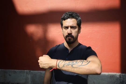 El pintor Fabián Cháirez posa el 16 de diciembre de 2019, durante una entrevista con la agencia Efe en Ciudad de México (México).