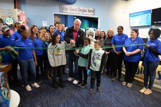 Woodbridge Mayor John McCormac cuts the ribbon officially opening the new SeaQuest Aquarium last month to Woodbridge Center.