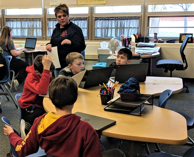 Grade 5 teacher Stacey Taylor leads a Language Arts lesson at Bataan Memorial Intermediate.  Bataan Intermediate has received the State Board of Education Momentum Award.
