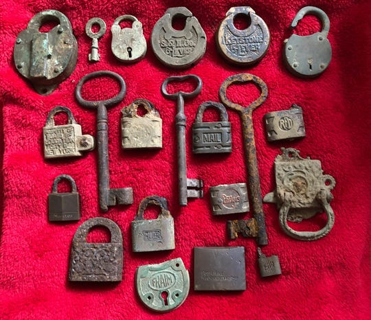 Seretis shares his entire old lock and skeleton key collection from the last 14 years.