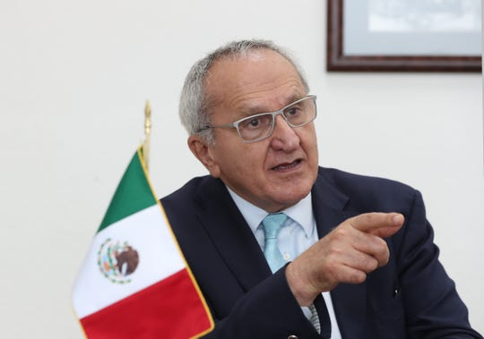 El negociador mexicano del tratado comercial T-MEC con Estados Unidos y Canadá, Jesús Seade, habla durante una entrevista con Efe este miércoles, en Ciudad de México.