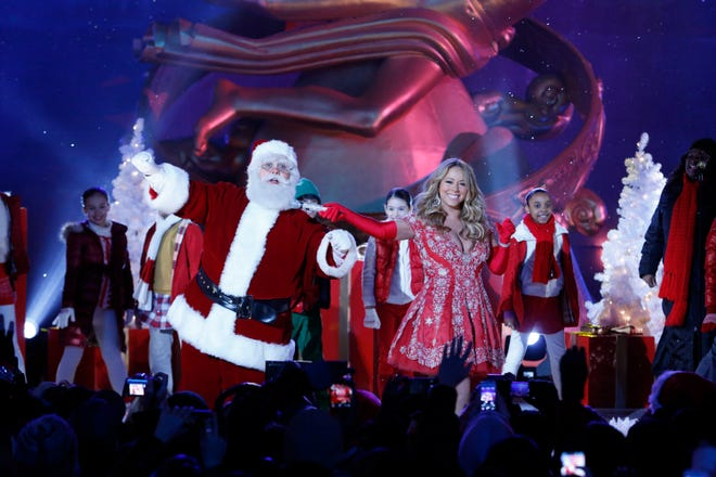 """Mariah Carey's Twitter account gave the impromptu subway rendition of """"All I Want for Christmas Is You"""" its blessing in the form of a retweet."""