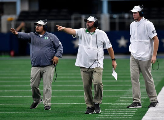 Hamlin head coach Russell Lucas (center) points along with his son Ryne to the team during Thursday's game at AT&T Stadium.