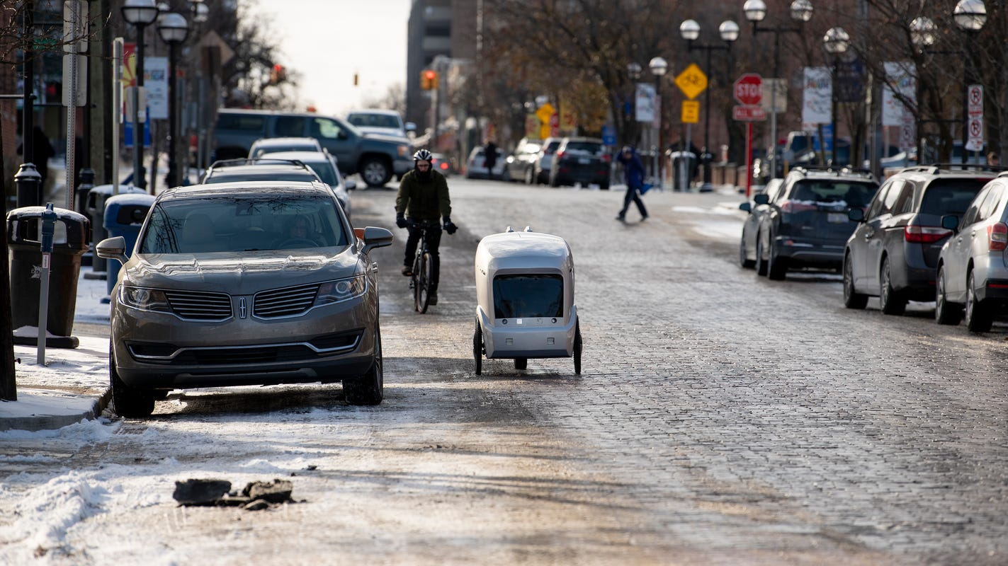 Driverless robots in Ann Arbor seek piece of food-delivery pie