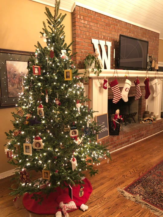 Sarah Williams has 48 photo ornaments on her family tree.