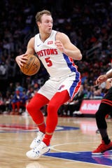 Detroit Pistons guard Luke Kennard (5) dribbles the ball during the third quarter against the Chicago Bulls at Little Caesars Arena on Saturday, Dec. 21, 2019.