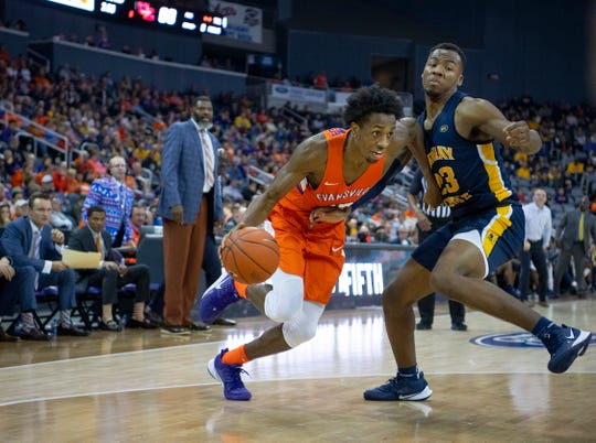 Evansville's DeAndre Williams (13) drives past Murray State's KJ Williams (23) during their game at Ford Center in Evansville, Ind., Saturday, Dec. 21, 2019.