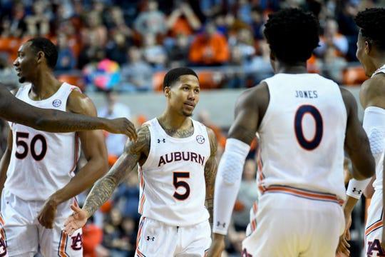 Auburn guard J'Von McCormick (5) talks to teammates, including Tyrell Jones (0) against Lehigh on Saturday, Dec. 21, 2019, in Auburn, Ala.