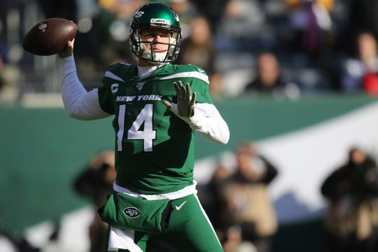 Sam Darnold is shown as he gets ready to pass during the first half. Sunday, December 22, 2019