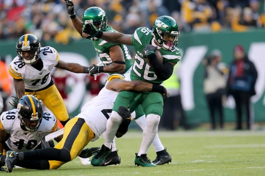 Le'Veon Bell, of the Jets, moves past the Steelers defense. Sunday, December 22, 2019
