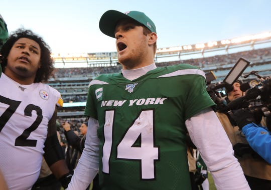Sam Darnold celebrates, as the Jets win, 16-10. Sunday, December 22, 2019