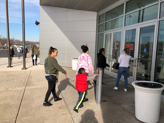 Jessica Acevedo of Camden walks into the Cherry Hill Mall with her nephew, Karron Brown, 5, and behind her daughter, Harmony Rodriguez, 13. Acevedo said she supports the mall's policy of requiring parental escorts after 4 p.m. on Dec. 26.
