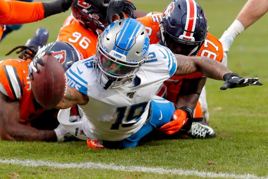 Lions wide receiver Kenny Golladay (19) dives in for a touchdown against the Broncos during the second half on Sunday.