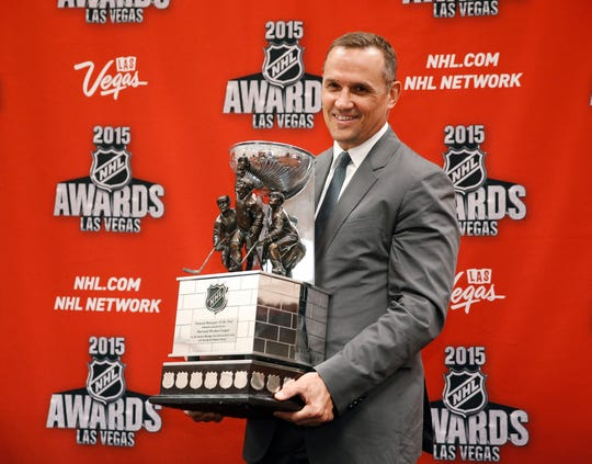 Steve Yzerman poses with the NHL General Manager of the Year Award trophy in 2015.