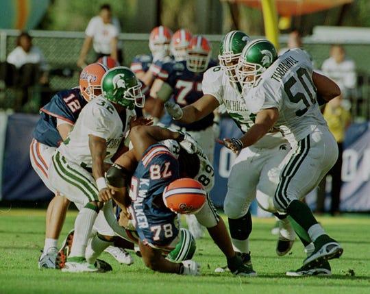 "Hubert ""Boo Boo"" Thompson (89) bodyslams Florida's Kenyatta Walker (78) during the 2000 Citrus Bowl."