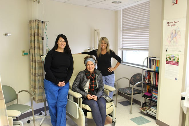 Dana Agnew with two of the nurses who cared for her during her treatments.
