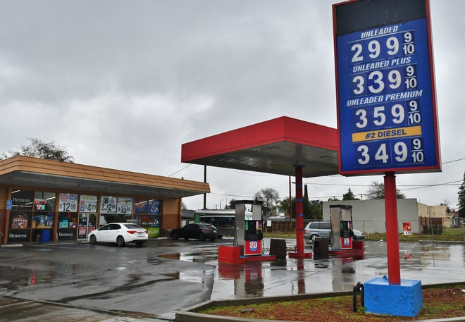 Gasoline prices dipped below $3 a gallon in Tulare this week. Motorists fill up at the Quick Trip on Bardsley Avenue on Dec. 23, 2019.