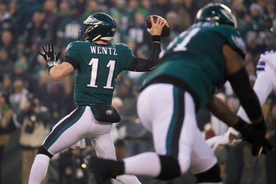 Eagles' Carson Wentz (11) throws downfield Sunday against Dallas at Lincoln Financial Field.
