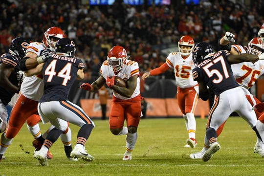Kansas City Chiefs running back Spencer Ware (39) bursts through a hole against the Chicago Bears defense.