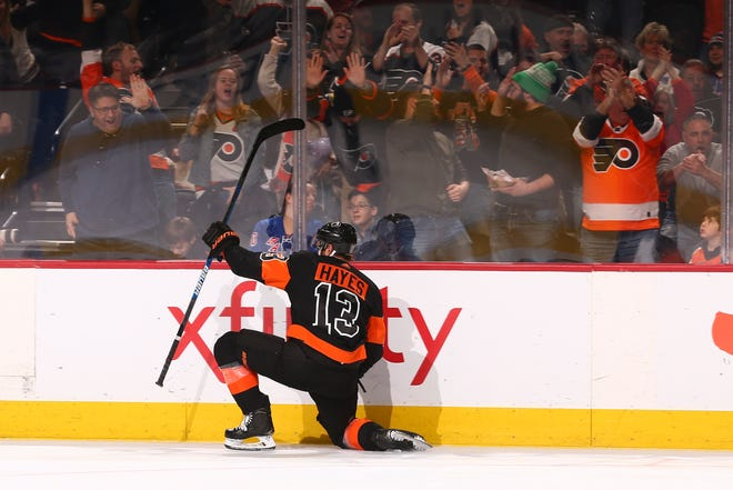 Kevin Hayes had a pair of goals against his former team and sent the Flyers into Christmas break on a four-game win streak.