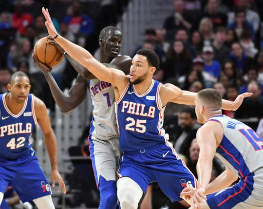 76ers guard Ben Simmons (25) guards Pistons forward Thon Maker (7) in the first quarter on Monday.