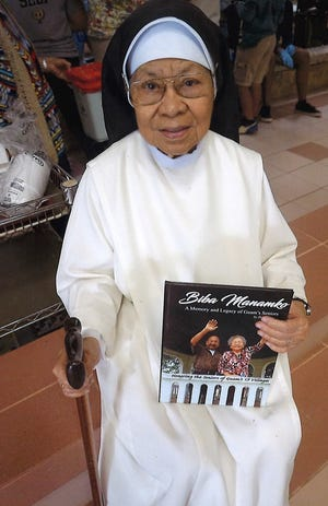 A special Christmas gift for the manamko at St. Dominic's Senior Care Home presented by photographer, writer, Don Seery. Pictured: Sr. Milagros Emralino, OP.