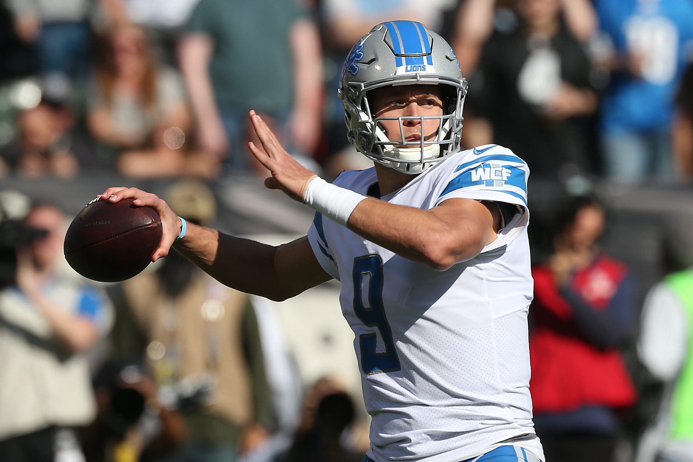 Detroit Qb Matthew Stafford Visits Family Of Lions Fans On Christmas