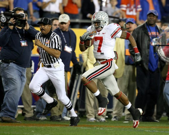 Jan 8, 2007; Glendale, AZ, USA; Ohio State Buckeyes (7) Ted Ginn, Jr. returns the first kickoff for a touchdown in the first quarter of the BCS National Championship game against the Florida Gators at the University of Phoenix Stadium. Mandatory Credit: Matthew Emmons-USA TODAY Sports Copyright © 2006 Matthew Emmons