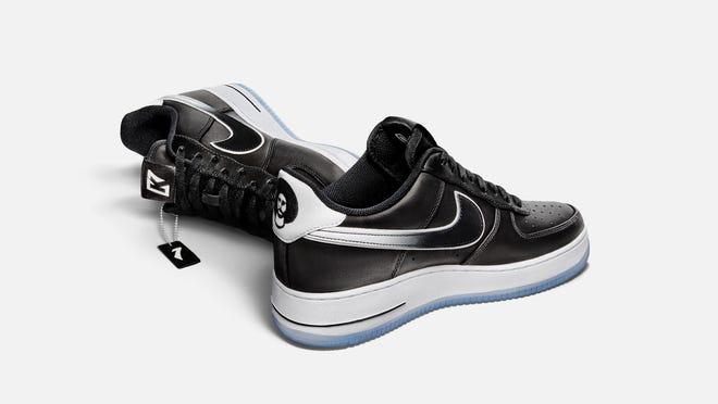 físicamente De alguna manera Todo el tiempo  Colin Kaepernick Nike shoe, with NFL callout, sells out in minutes