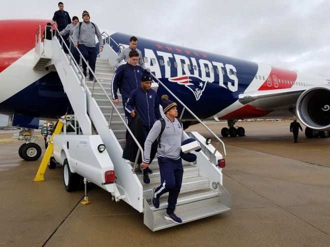 Members of the Navy football team arrived in Memphis Thursday ahead of its matchup versus Kansas State in the AutoZone Liberty Bowl.